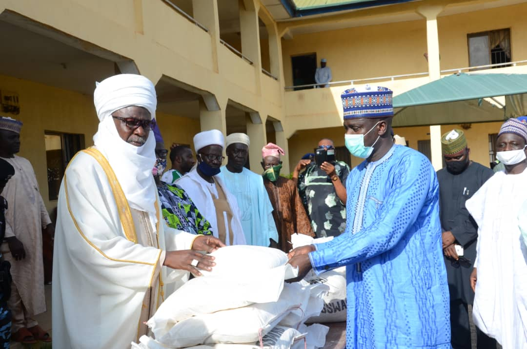 Covid 19: Kwara Speaker commends oil mogul over donation of 8000 bags of maize flour to Kwara, Oyo communities