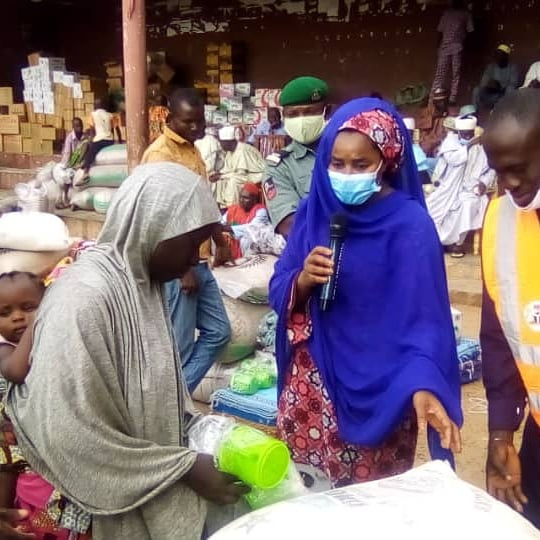 FG, KWSG distribute multimillion naira relief materials to Pategi flood victims