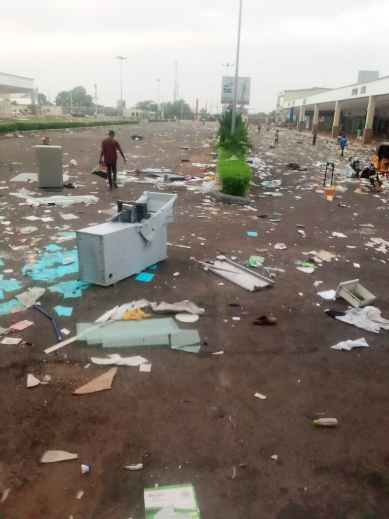 Ilorin Shoprite: Why do we expect more from a free handout seeking people ?