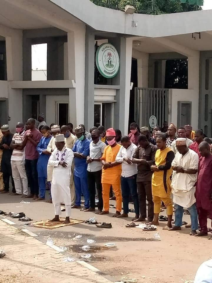 Breaking News: 9 protesting sunset workers arrested at Government House Ilorin
